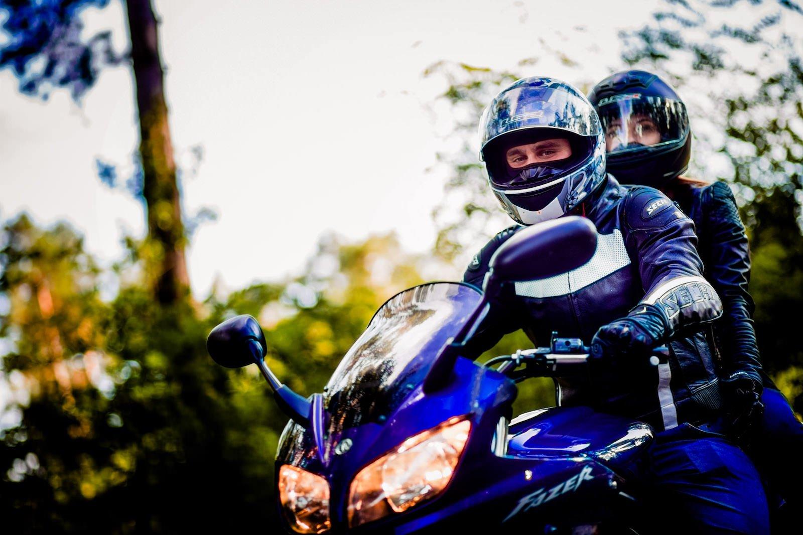 Sesja narzeczeńska z motocyklem Fotograf Szczecin